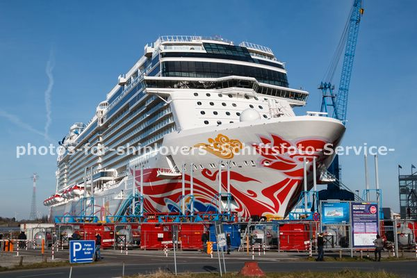 NORWEGIAN-JOY-03031756
